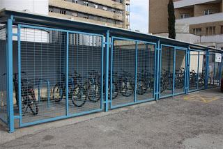 Aparacamiento seguro de bicicletas contra el robo, la intemperie y el vandalismo en el Hospital Universitario Virgen de las Nieves